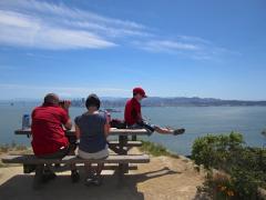 Photo : Famille sur Angel Island avec vue sur San Francisco